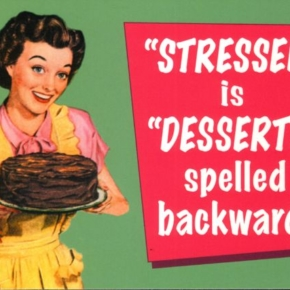 Englische Postkarte: STRESSED is DESSERTS spelled backwards""