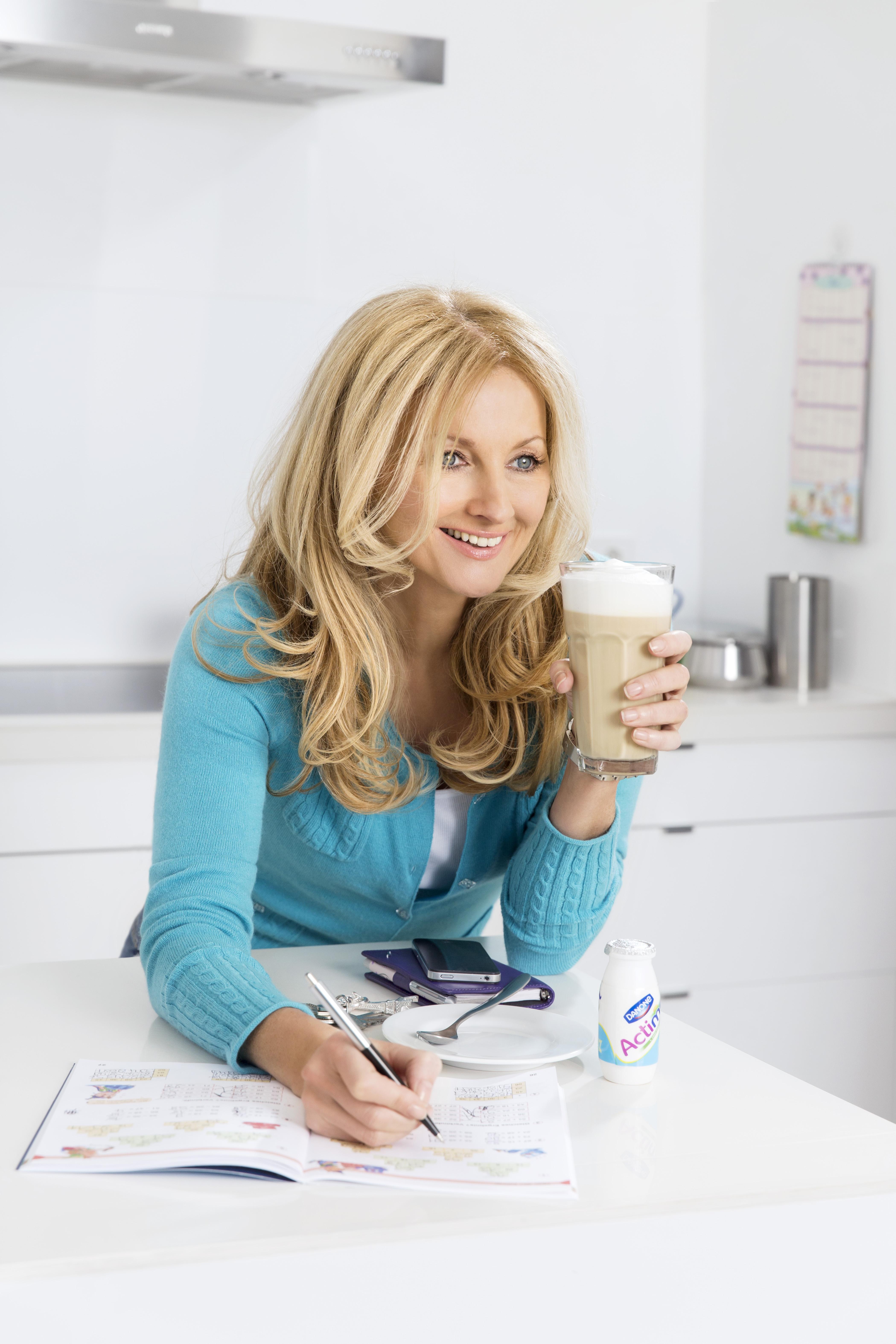 Frauke Ludowig ist berufstätige Mutter und rät dazu, sich von der Perfektion zu verabschieden (Foto: Danone)