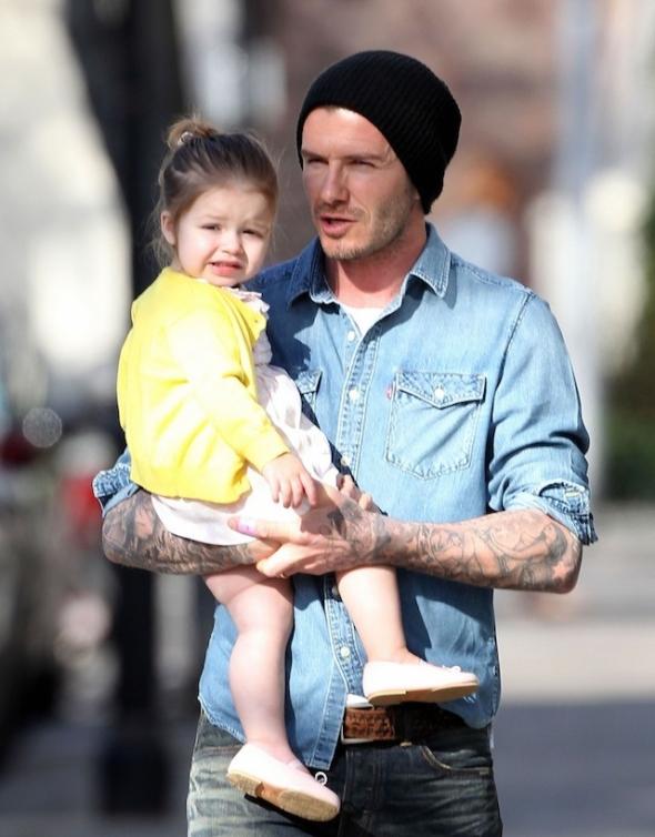 """Vorzeigepapa David Beckham: """"Er kocht jetzt für seine Kinder. David Beckham wird zum Vorzeige-Daddy"""" (Quelle: 2013, tz München, http://www.tz.de/stars/david-beckham-wird-vorzeige-daddy-zr-3187679.html)"""