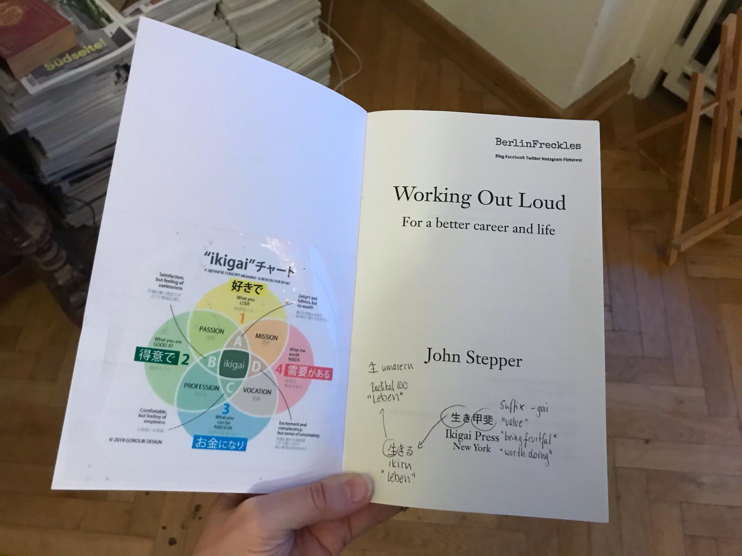 """Buch """"Working Out Loud"""" von John Stepper aufgeschlagen mit Notizen und einer Grafik zu IKIGAI. Ein Foto aus dem Beitrag """"10 Beiträge, die mir geholfen haben, Working Out Loud zu verstehen und anzuwenden"""""""